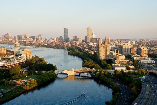 Estados Unidos: Becas para Pregrado y Postgrado en Diversos Temas Boston University