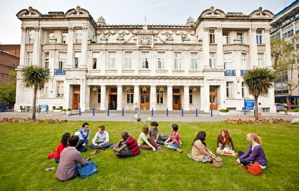 Reino Unido: Becas para Pregrado en Ingeniería Queen Mary University of London