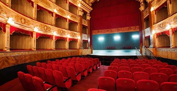 Online: Becas para Maestría en Estudios Avanzados de Teatro OEA/UNIR