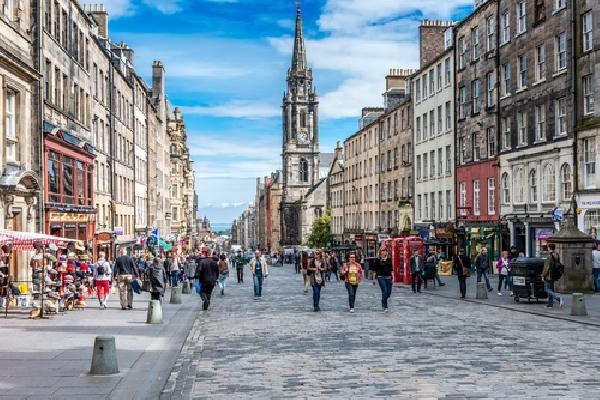 Reino Unido: Becas para Maestría en Varios Temas University of Edinburgh