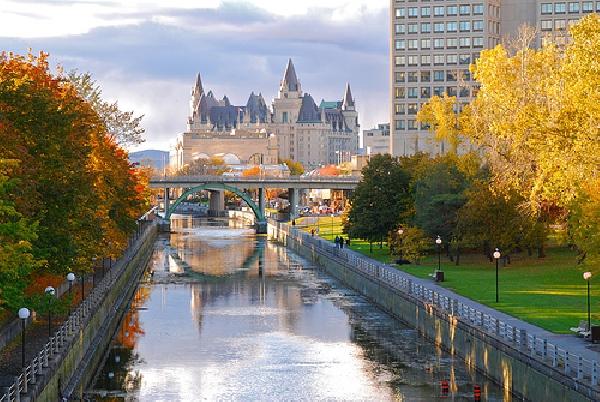 Canadá: Becas para Pregrado en Varios Temas University of Ontario