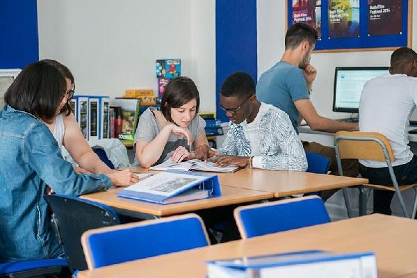 Australia: Beca Curso Diversos Temas Escuela de Negocios y Tecnología Perth