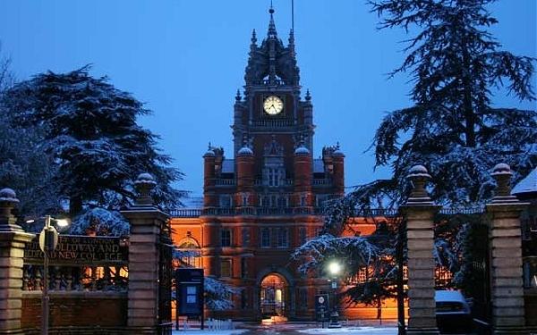 Reino Unido: Becas para Pregrado en Varios Temas Royal Holloway University
