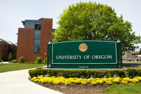 Estados Unidos: Becas para Pregrado en Diversos Temas University of Oregon