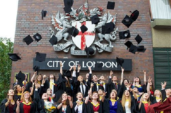 Reino Unido: Becas para Pregrado en Varios Temas City University London