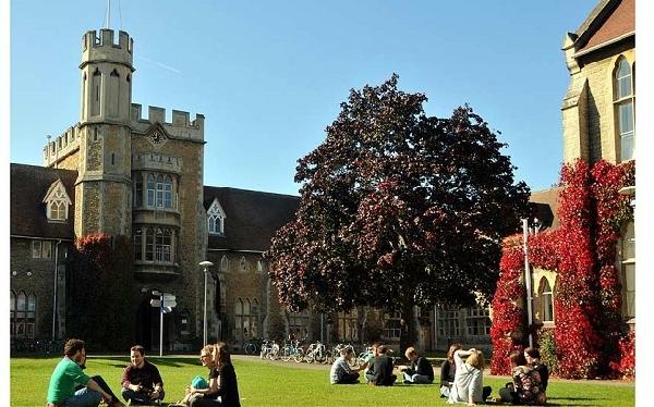 Reino Unido: Becas para Pregrado y Postgrado en Varios Temas University of Gloucestershire